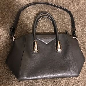 Givenchy small Antigona. Read description.
